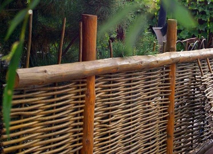 Плетеные заборы на даче своими руками